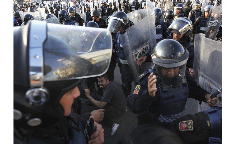 Presidente defiende alza a gasolina; mexicanos protestan
