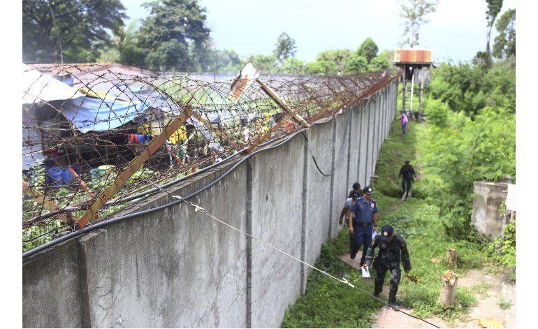 Capturan a 34 de los 158 reos huidos de un penal filipino