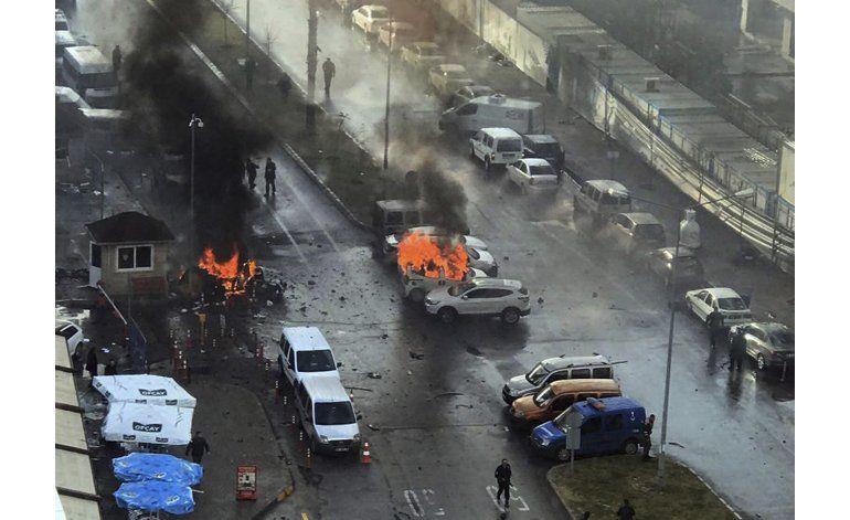 Explosión de coche bomba en Turquía deja dos muertos