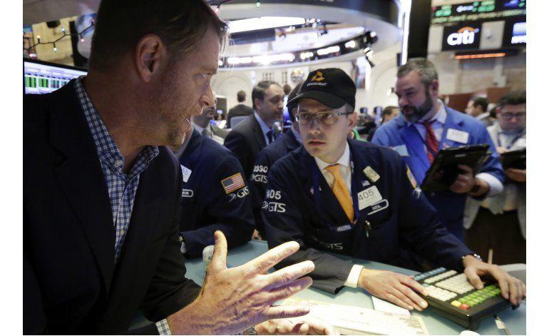 Bajan acciones en Wall Street, arrastradas por los bancos
