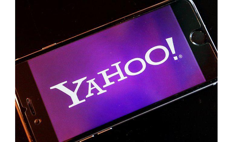Yahoo borra tuit sobre Trump; tenía un insulto racista