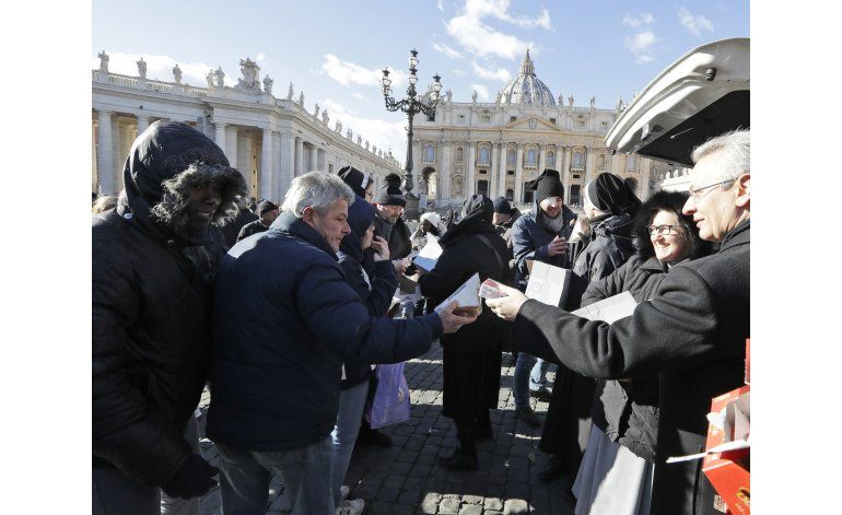 Papa ofrece almuerzos a desamparados en Día de Reyes
