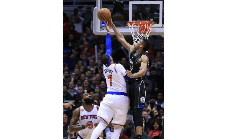 Knicks borran desventaja de 18 puntos y vencen a Bucks