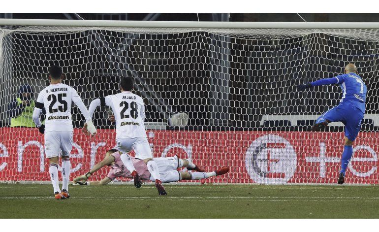 Tonelli aprovecha oportunidad y Napoli vence a Sampdoria