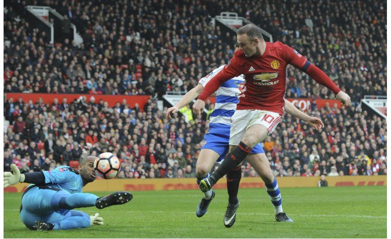 Rooney empata récord, United vence a Reading 4-0 en Copa FA