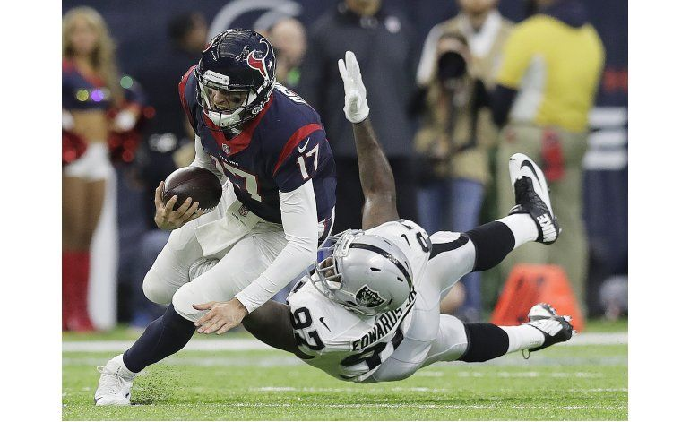 Osweiler vuelve y guía a Texans a triunfo en playoffs