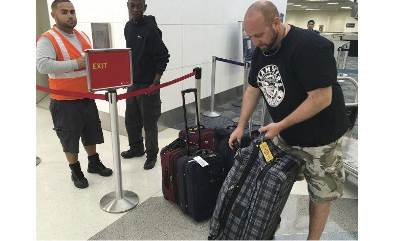 Viajeros pierden 25.000 artículos en balacera de Florida