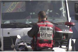 el brutal momento en el que un camion arrolla a soldados israelies en jerusalen
