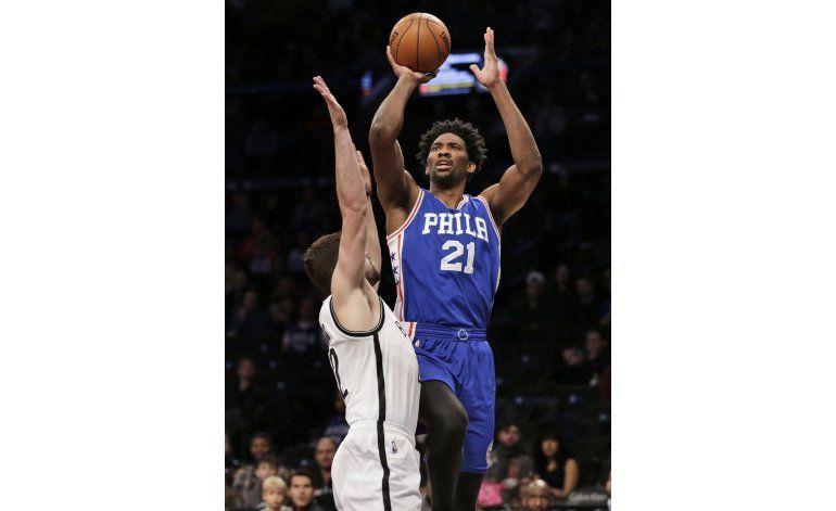 76ers ganan a Nets, empatan cifra de triunfos del año pasado