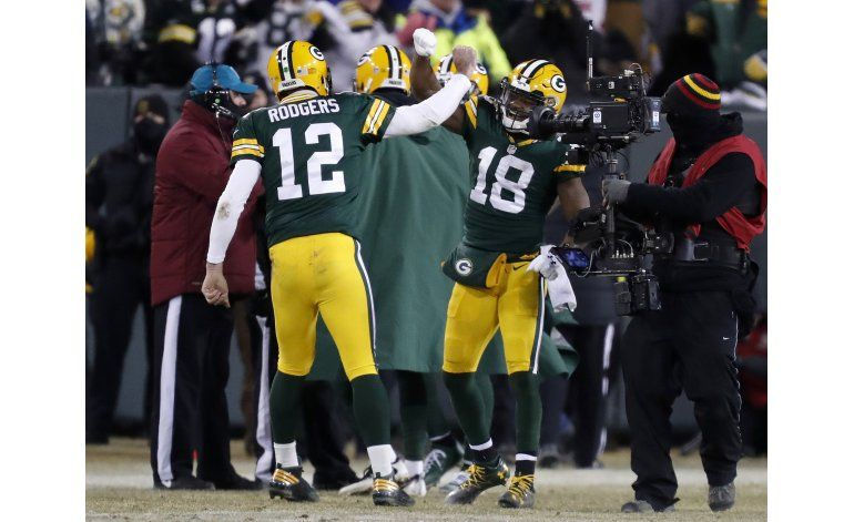 Rodgers encuentra la magia y Packers trituran a Giants