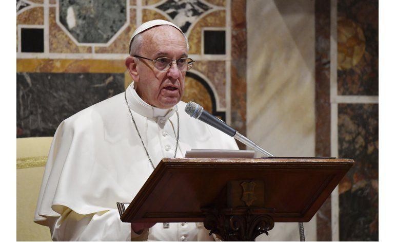 Papa Francisco se refiere a temas de política exterior