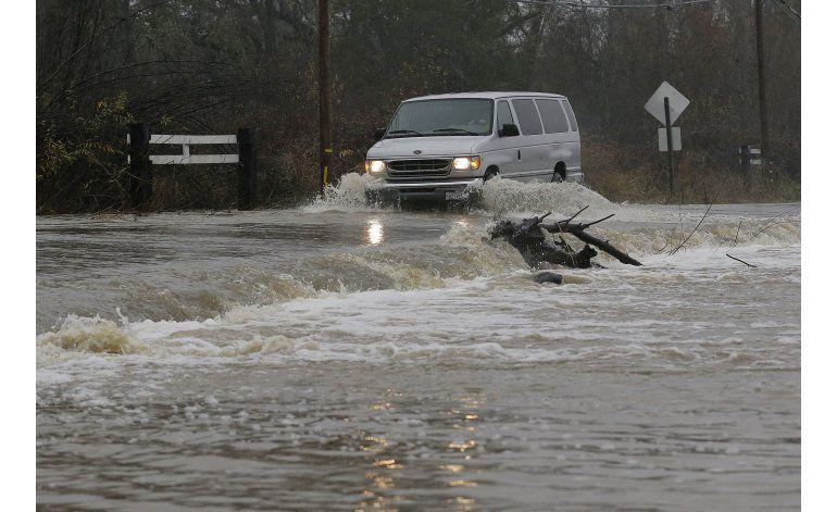 Tormenta inunda viñedos, causa evacuaciones en California