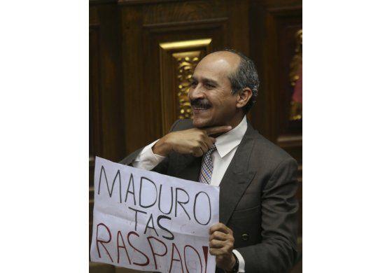 Congreso aprueba abandono del cargo de Maduro