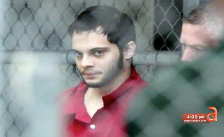 Esteban Santiago tiene su primer día en corte