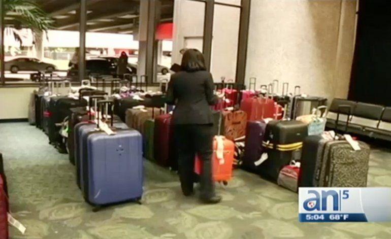 Maletas abandonas y documentos perdidos en aeropuerto de Fort Lauderdale tras atentado