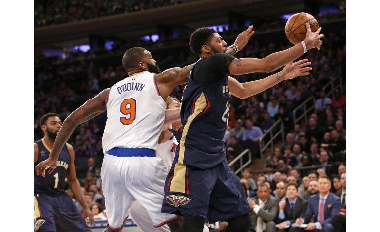Davis anota 40 puntos pero se lastima en triunfo de Pelicans