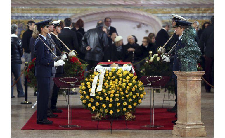 Dignatarios despiden al expresidente portugués Soares