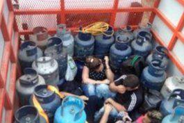 entre cilindros de gas viajan migrantes cubanos hacia eeuu