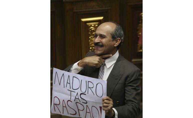Maduro califica de golpista declaratoria del Congreso