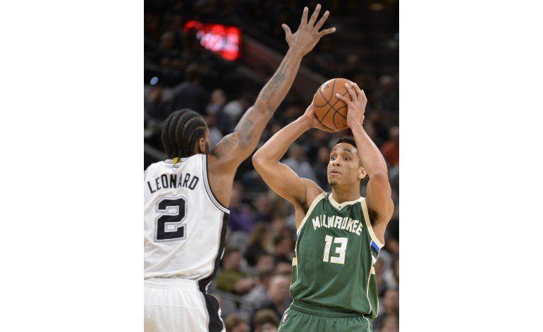 Beasley lidera victoria de Bucks ante Spurs