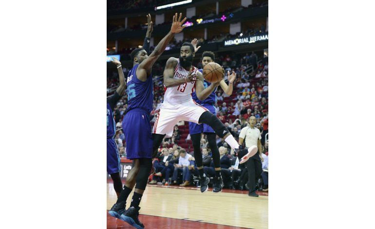 Harden consigue 2do triple doble consecutivo