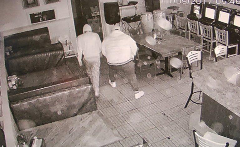 Buscan a trio de ladrones que provocan más daño que lo que logran robar