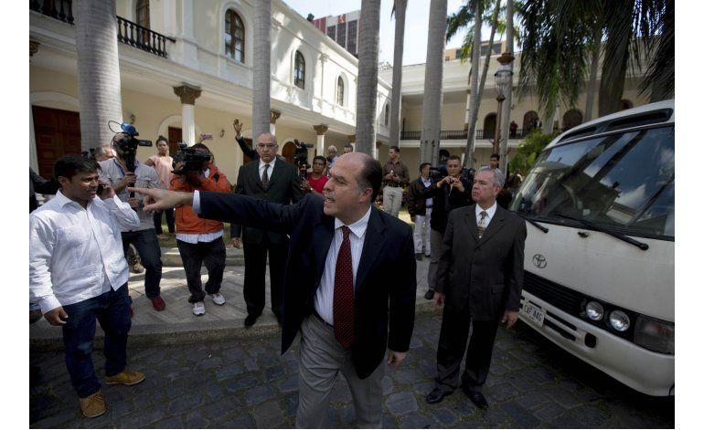 Oposición venezolana lleva a ONU y OEA casos de detenciones