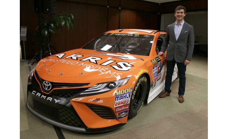 Suárez es el nuevo rostro de México en la NASCAR