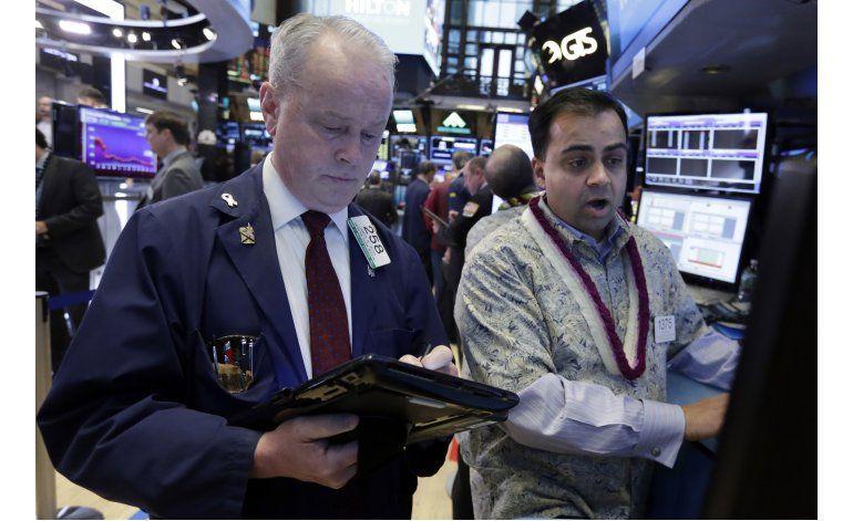 Compañías financieras encabezan leve baja en Wall Street