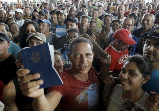 México repatria a 91 cubanos