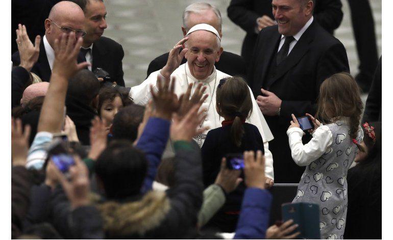Vaticano busca opiniones de jóvenes antes de sínodo