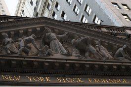 wall street cierra en alza gracias a acciones bancarias