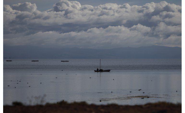 Perú empezará a limpiar el lago Titicaca