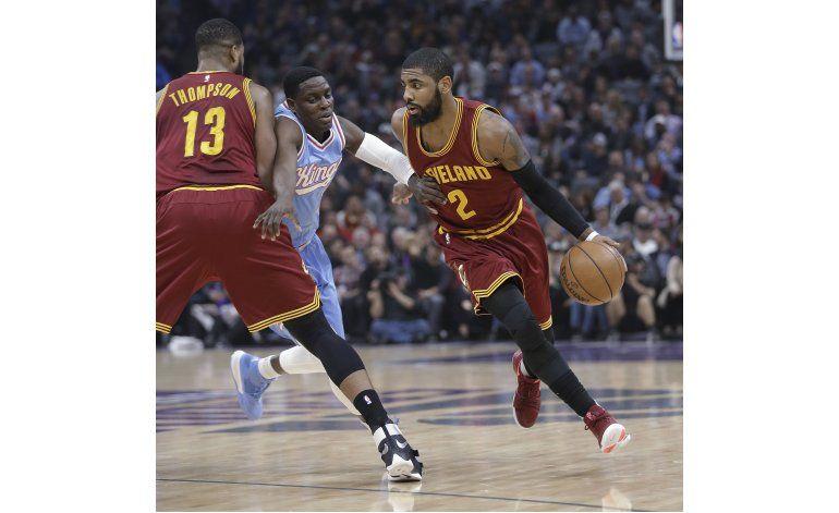 Irving y Korver lideran a Cavaliers sobre Kings 120-108