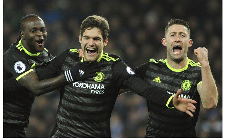 Triplete de Kane y Tottenham golea; Chelsea se aleja