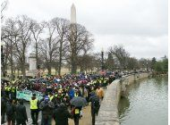 miles marchan bajo el frio en honor a martin luther king