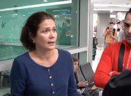 cubana reacciona al enterarse que su padre esta siendo trasladado a centro de detencion