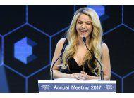 davos: shakira pide mayor educacion a edad temprana