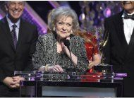 fans celebran a betty white en su 95 cumpleanos