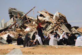 israel dice que arabe israeli trato de arrollar a policias