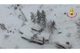 alud sepulta un hotel en italia; 30 desaparecidos