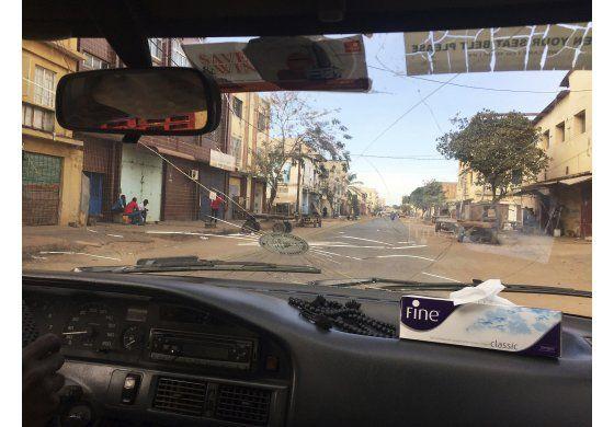 Presidente electo de Gambia planea tomar posesión en Senegal