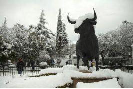 espana: la nieve deja a 2.000 personas varadas en carretera