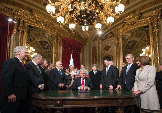Trump ordena aliviar la carga del Obamacare