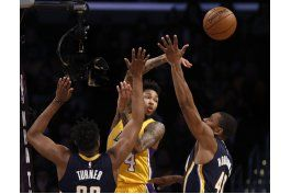 williams y young lideran el triunfo de lakers sobre pacers