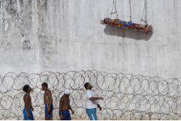brasil: policia entra a carcel para reprimir pandillas