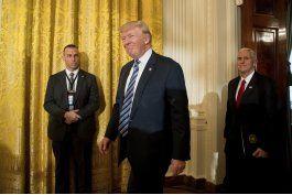 trump inicia proceso para sacar a eeuu de acuerdo comercial
