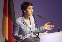 derecha alemana sanciona a miembro por negar el holocausto