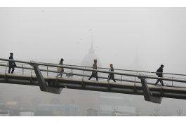niebla espesa y gelida demora o cancela vuelos en londres