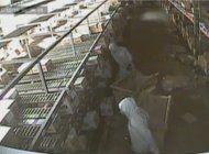 buscan a cuatro ladrones que  robaron miles de dolares en cigarrillos de un almacen en miami